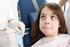 young girl afraid of the dentist